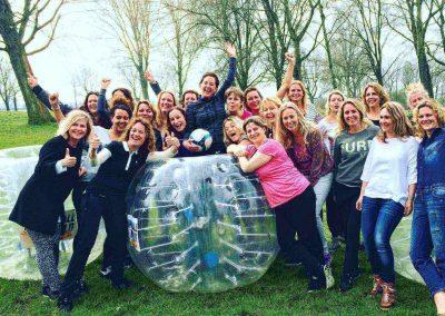 Bubble voetbal bedrijfsuitje groep dames