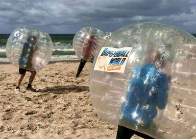 Bubble voetbal bedrijfsuitje strand