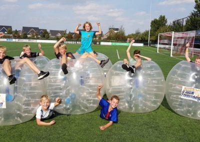 Bubble voetbal sportdag groepen