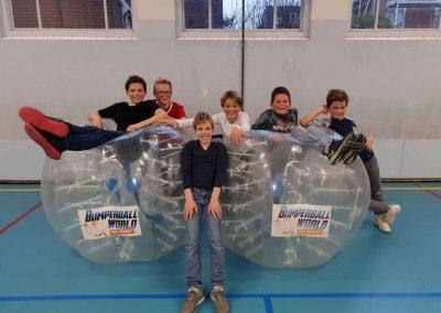 Bubble voetbal sportdag sportzaal